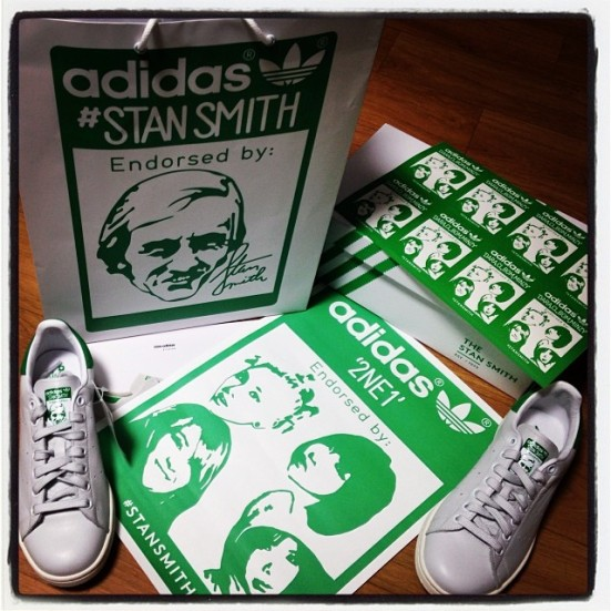 @daraxxi: 2NE1 is all in #adidas #StanSmith